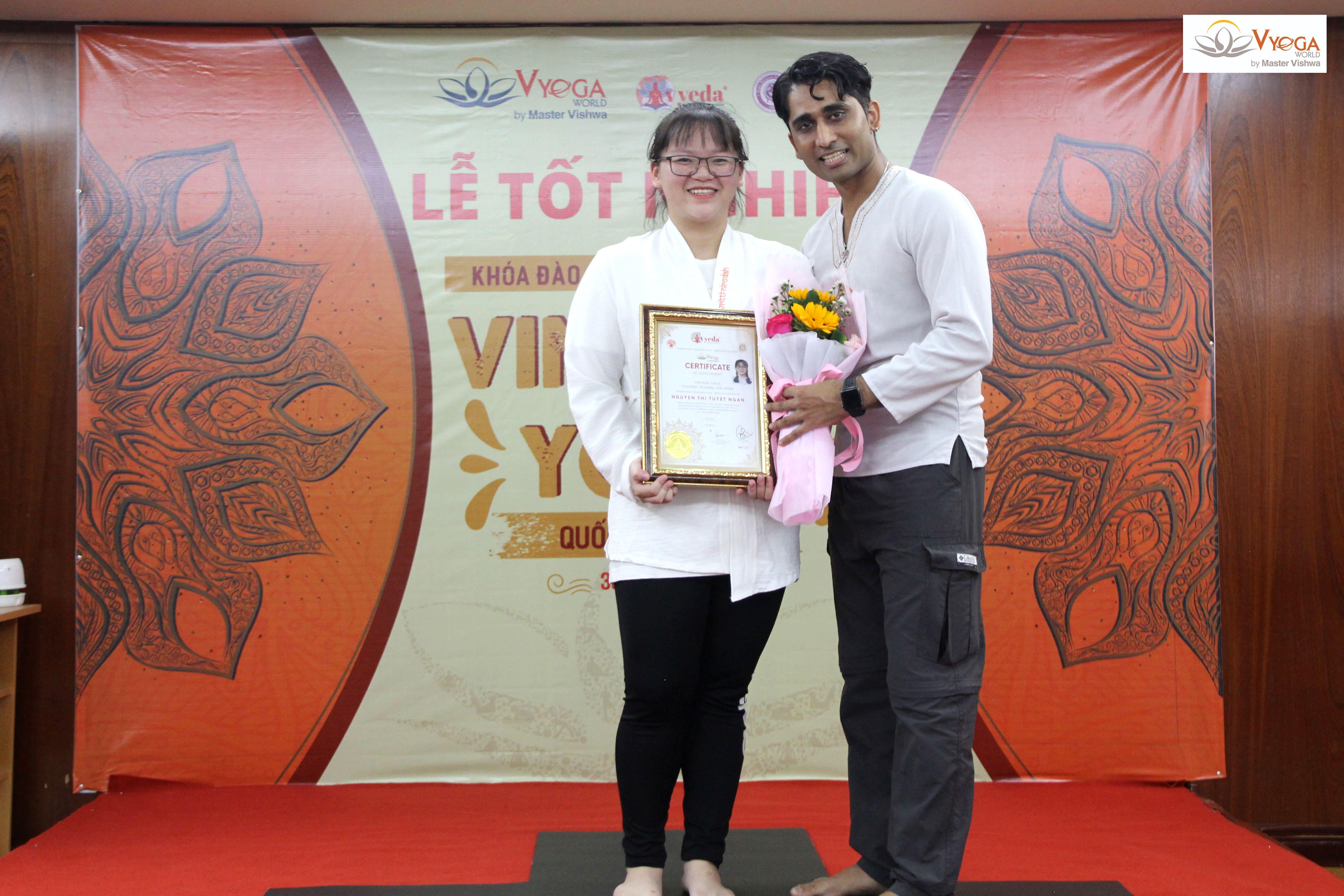 Bế Giảng Khóa Đào Tạo HLV Vinyasa Yoga 200 Giờ - 2020
