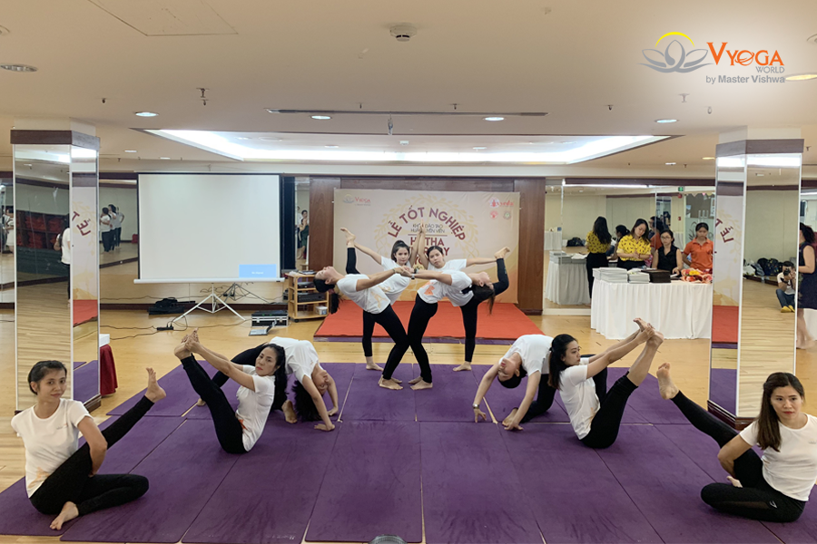 Bế Giảng Khóa Đào Tạo HLV Hatha Yoga Trị Liệu 200 Giờ 2019