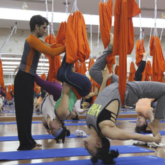 yoga-vong-khoa-hoc-anti-gravity-yoga-tai-vyoga-world